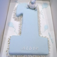 one cake with bear in baby blue