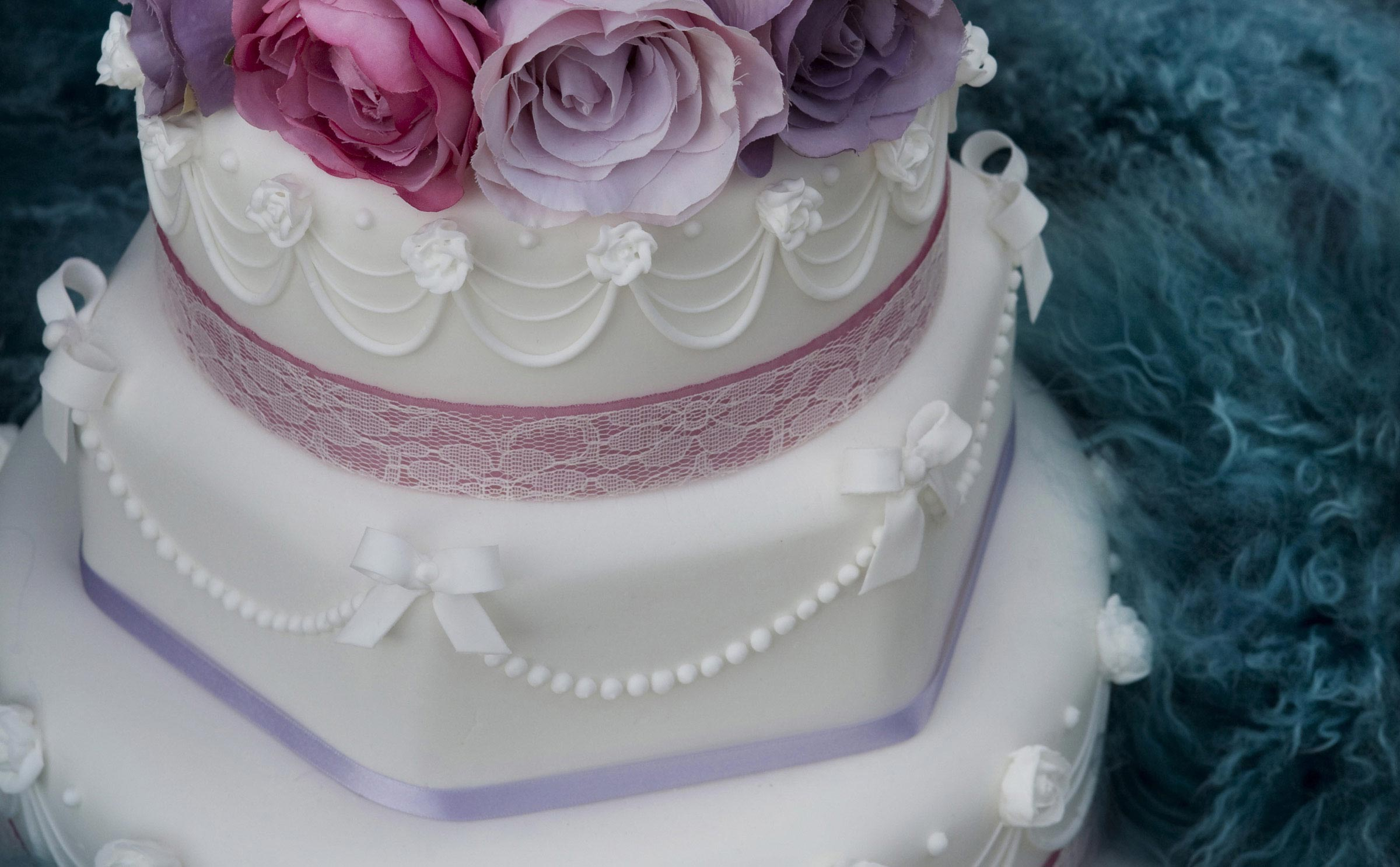 White, pinks and purple wedding cake
