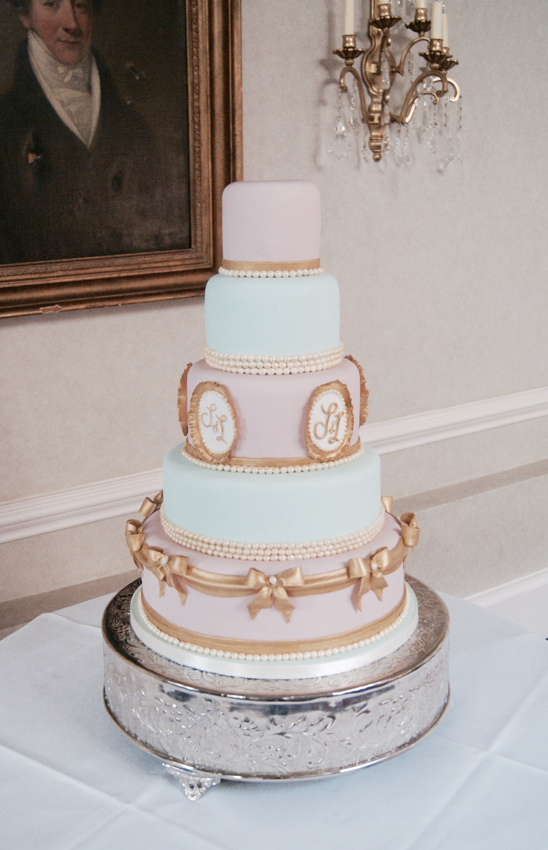 creative wedding cakes kent - hall of cakes