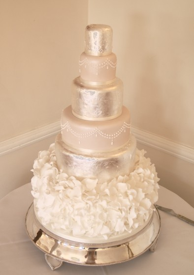 wedding cakes with frills ruffles and frills wedding cakes of cakes 26033